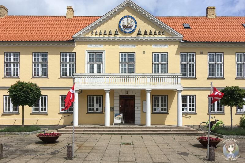 Das schöne Rathaus in Nysted, Dänemark