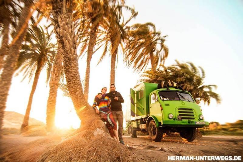 Sonnenuntergang unter Palmen - herman unterwegs