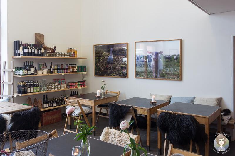Ein gemütliches Café auf dem Hof Knuthenlund