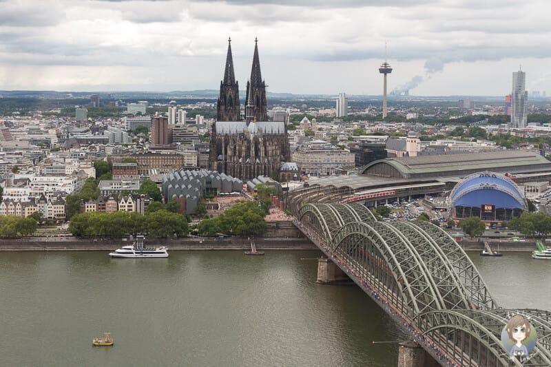 Ausblick von der Panorama Aussichtsplattform einer Sehenswürdigkeit in Köln