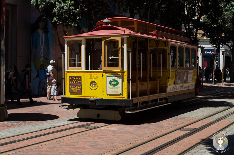 Ein Cable Car in San Francisco Tipps zur Stadterkundung