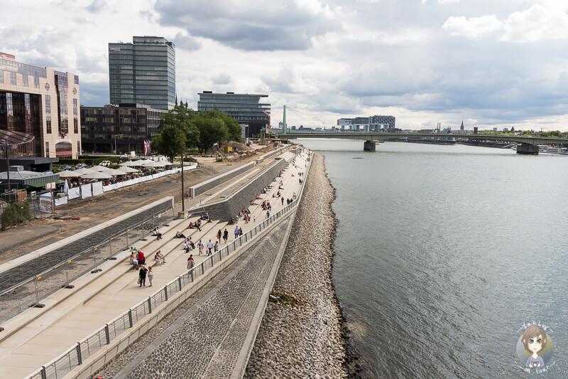 Ein Platz zum Ausruhen mit tollem Ausblick auf den Rhein