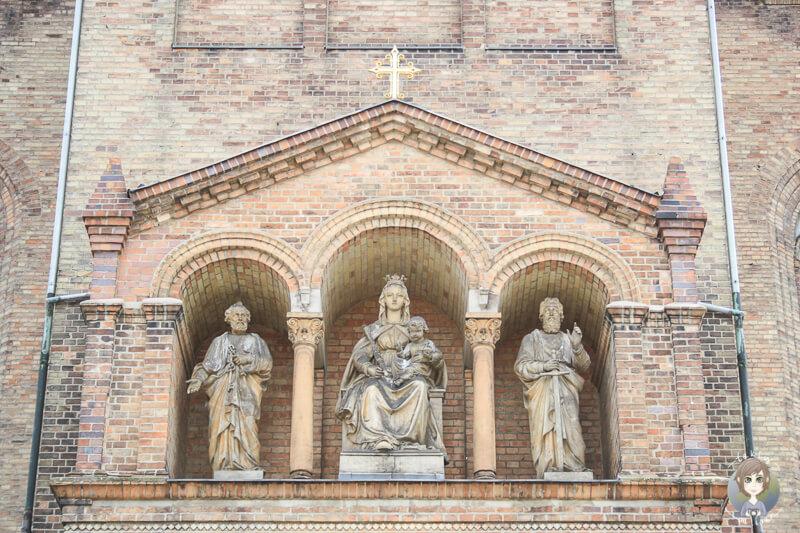 Heilige Figuren an der Propsteikirche Sankt Peter und Paul, Potsdam