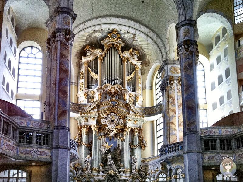 Blick auf die Orgel in der Frauenkirche Dresden