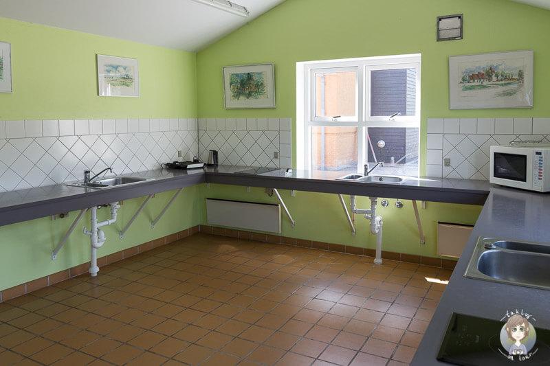 Küche für die Gäste auf dem Kragenæs Marina Lystcamp