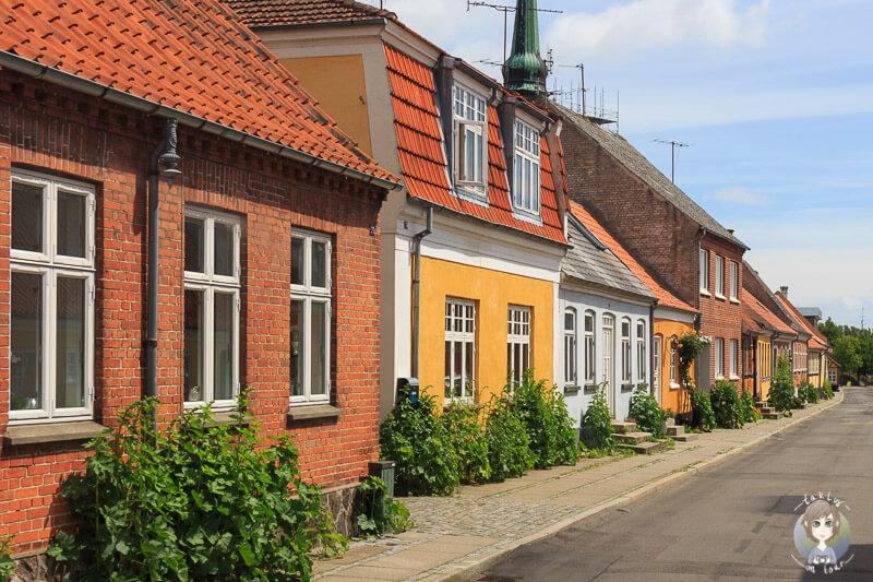 Die wunderschöne Hauptstraße in Nysted, Dänemark