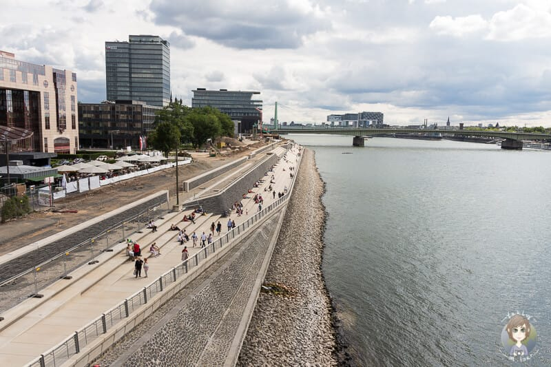 Ein Platz zum Ausruhen mit tollem Ausblick auf den Rhein einer Sehenswürdigkeit in Köln