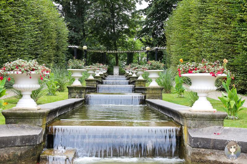 Blick auf den Wasserlauf in der Flora Köln