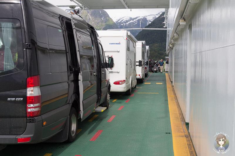 Mit dem Wohnmobil auf einer Fähre in Norwegen