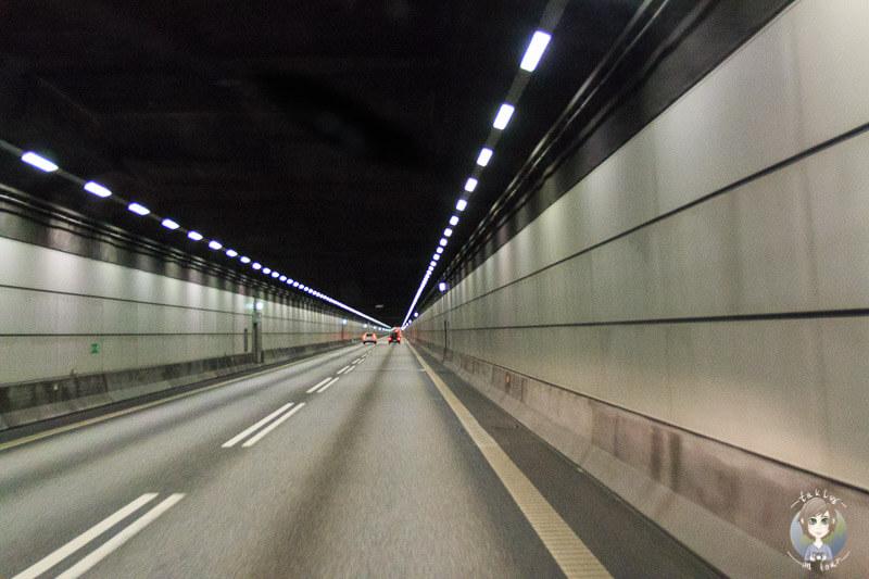 Der gut ausgeleuchtete Drogdentunnel als Zubringer zur Öresundbrücke