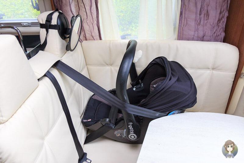 Camping mit Baby, Kindersitz im Wohnmobil Camper
