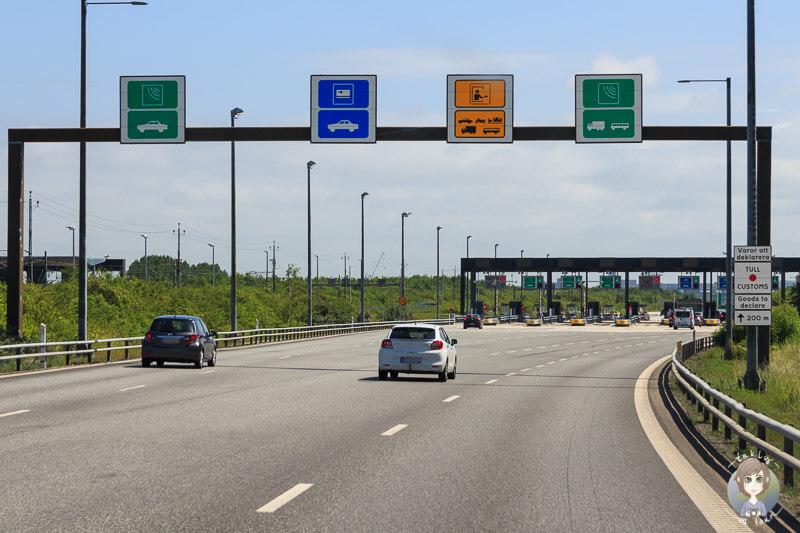 Anfahrt der Mautstation an der Öresundbrücke in Schweden