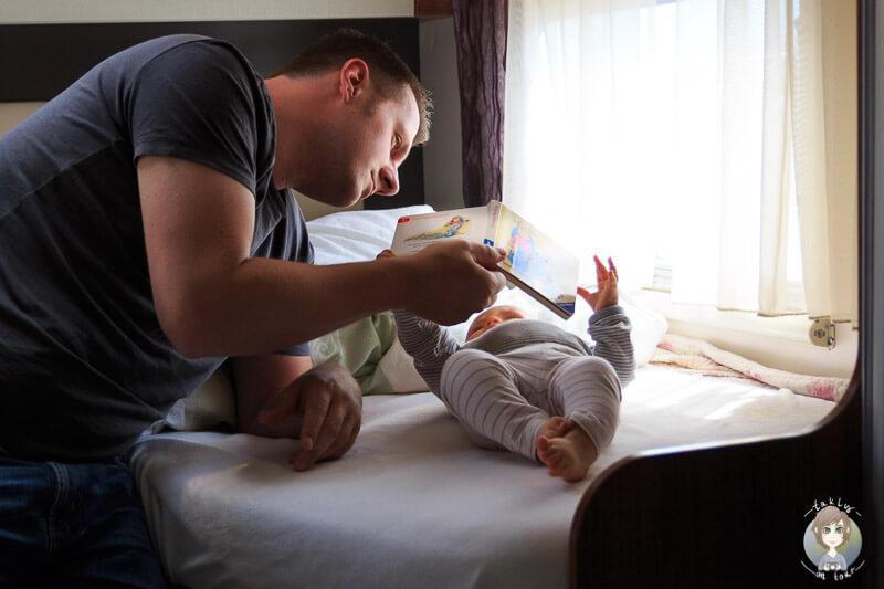 Pause mit Baby im Wohnmobil