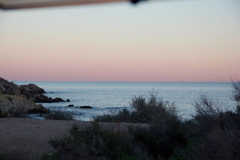 Toller Sonnenuntergang aus dem Camperfenster