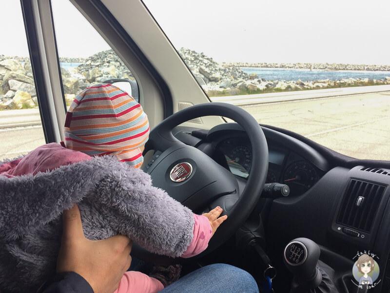 Baby am Steuer vom Wohnmobil was es auf einer Wohnmobilreise mit Kind zu beachten gibt