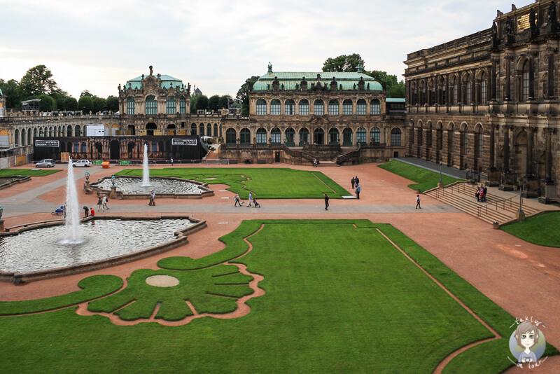Der große, gruene Innenhof vom Zwinger Dresden