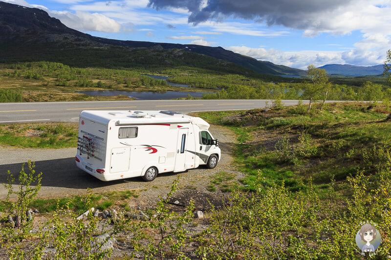 Ein Wohnmobil in der Natur in Norwegen Wildcamping mit toller Aussicht