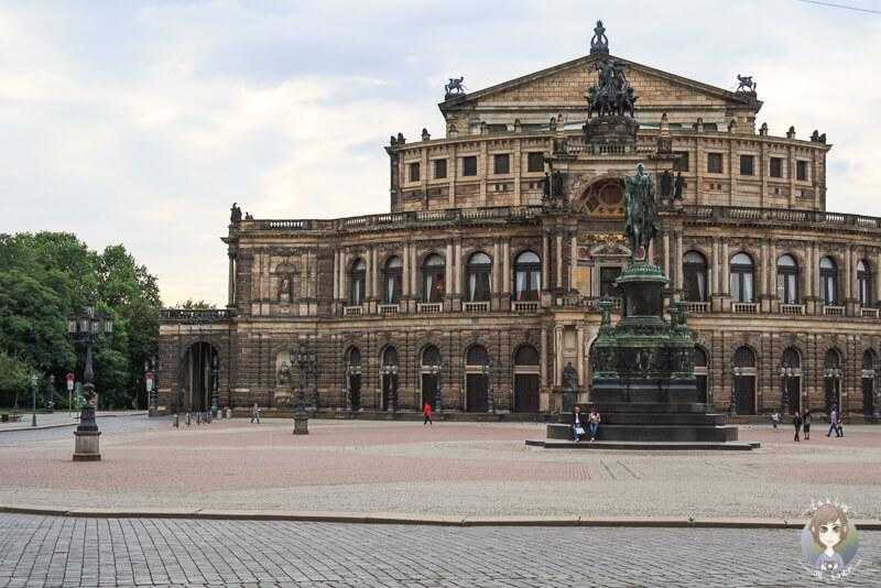 Ein Blick auf die Semperoper in Dresden