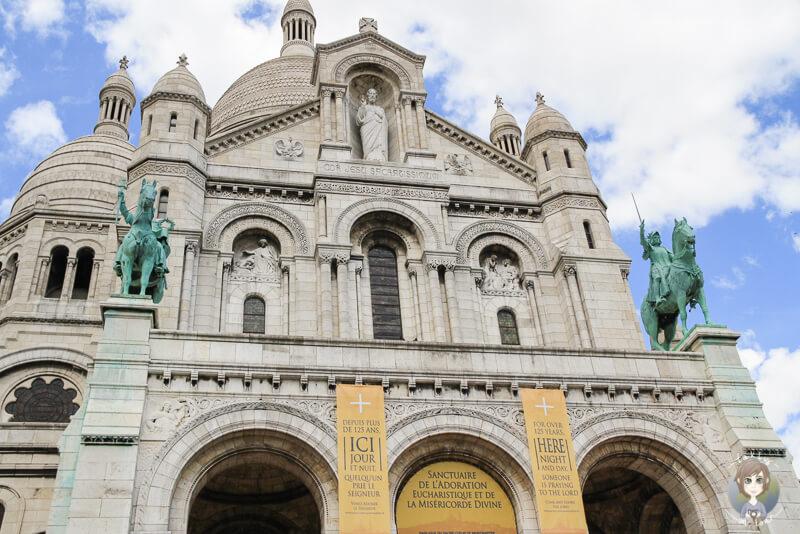 Die Fassade der Sacré Coeur in Paris
