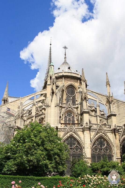 Rueckseite Kathedrale Notre Dame Paris