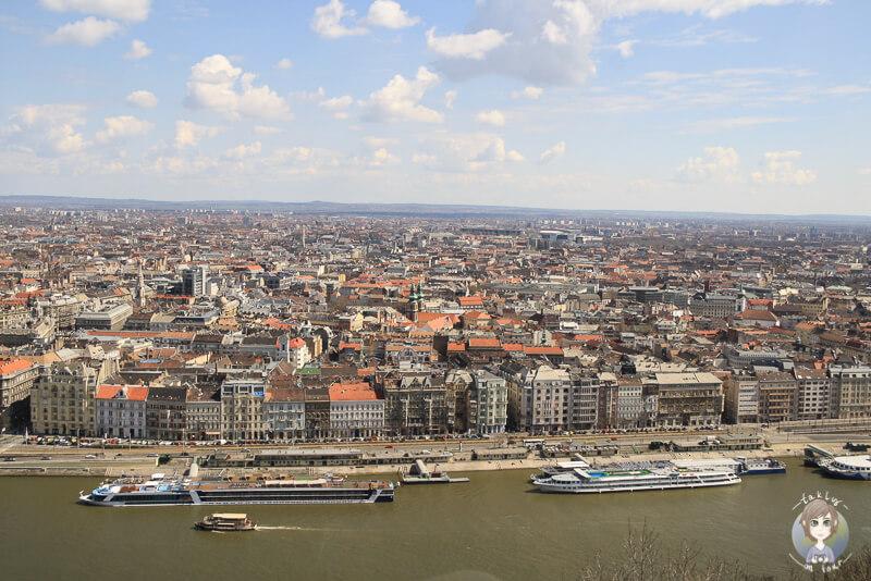 Toller Blick über Pest von der Zitadelle in Budapest