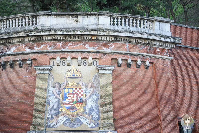 Bild Mauer Burgberg Budapest