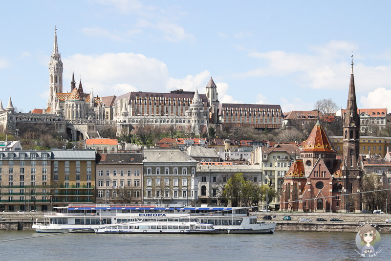 Fischerbastei über der Donau in Budapest
