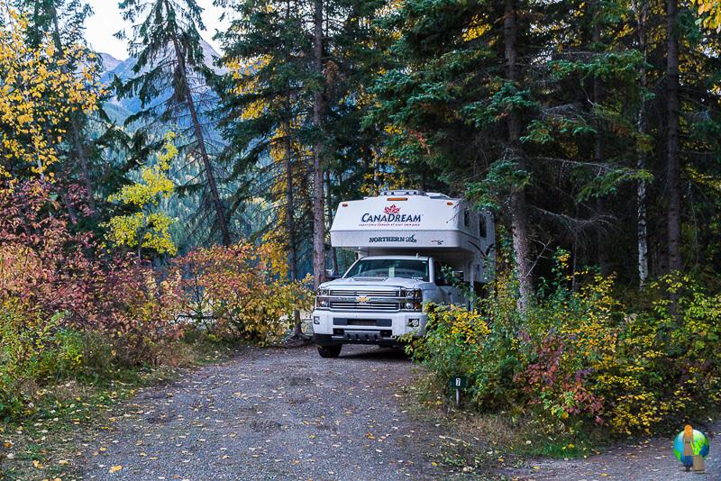 Frau-Alleine-Camper-Mount Robson-Kanada