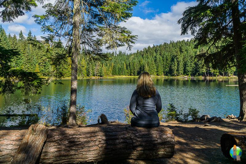 Frau alleine in Kanada am Lost Lake