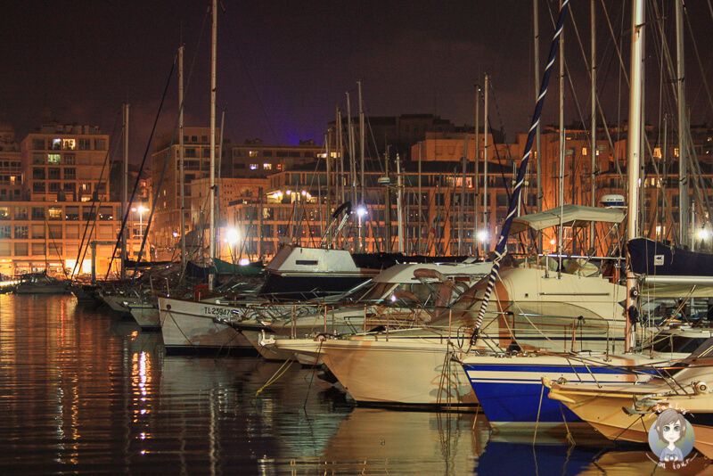 Die Boote im Hafen von Marseille bei Nacht