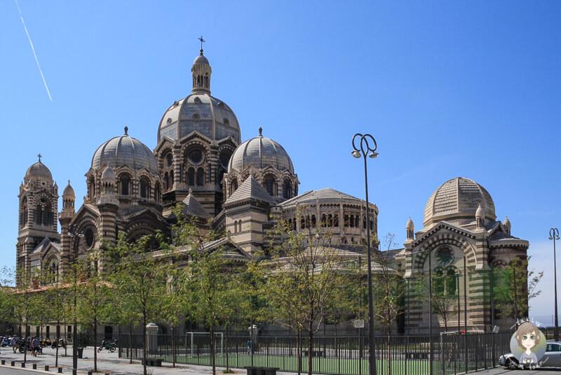 Blick auf die imposante Kathedrale de la Major eine der Top Sehenswuerdigkeiten in Marseille