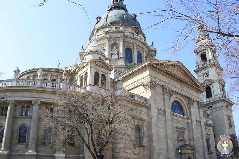 Die Sankt Stephans Basilika zaehlt zu einer der schoensten Budapest Sehenswuerdigkeiten