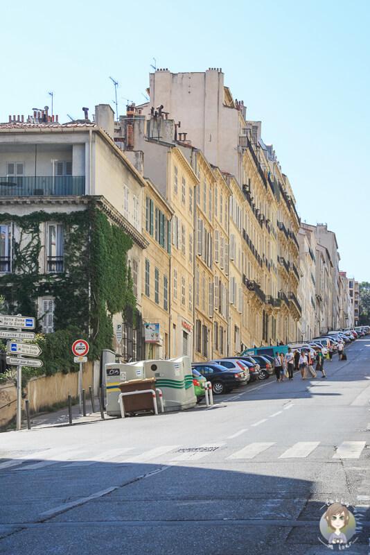 Auf dem Weg durch die Strassen von Marseille