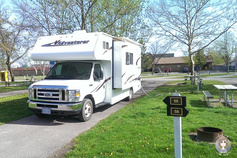 Wohnmobil auf einem privaten Campingplatz in Kanada.