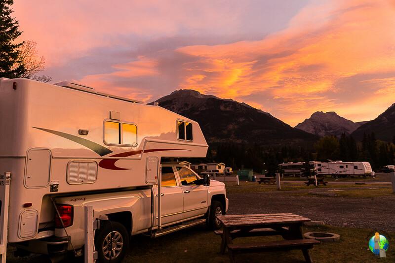 Truck-Camper-Sonnenaufgang-Kanada