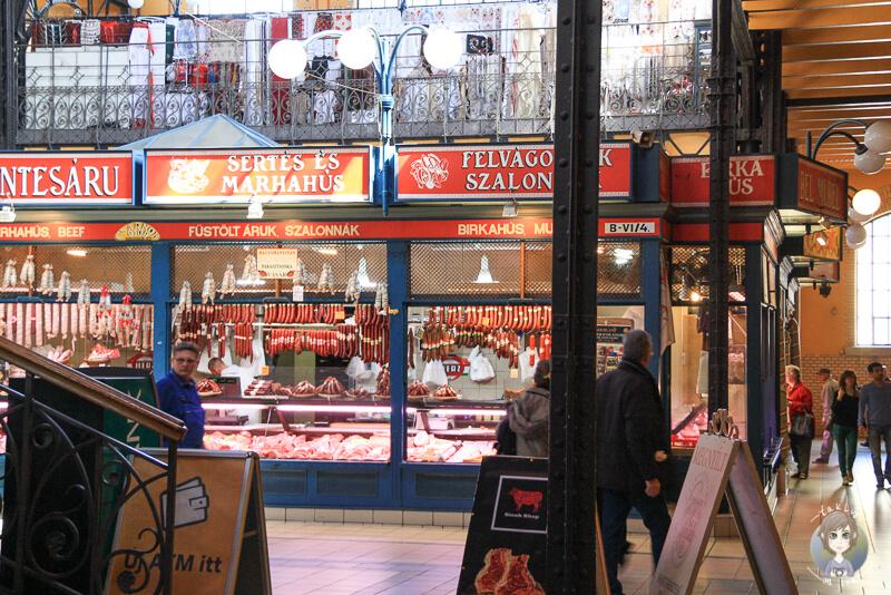 Fleisch und Wurstwaren in der Markthalle Budapest