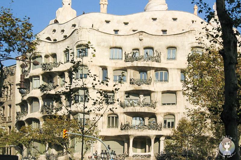 Blick auf das Casa Mila auf unserer Tour mit der AIDA in Barcelona