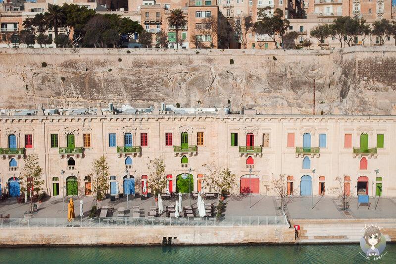 Ein toller Anblick der bunten Haeuser im Hafen von Valletta auf unserer Reise mit der AIDA in Malta