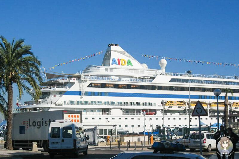 Die AIDAaura im Hafen von Palma