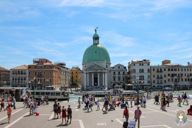 Blick auf die Kirche San Simeone Piccolo in Venedig