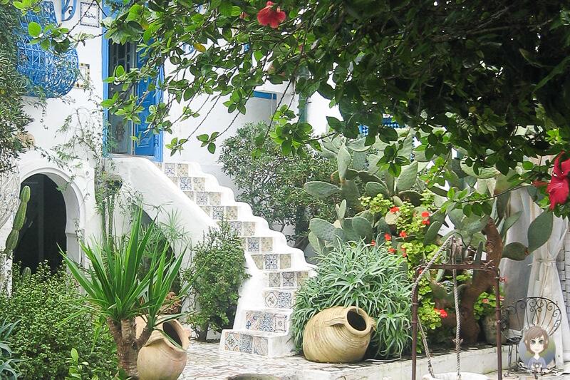 Blick in einen Innenhof von Sidi Bou Said auf unserem Besuch mit der AIDA in Tunis