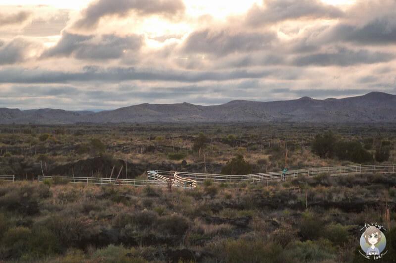 Erkundungspfad in der Straße durch die Valley of Fires Recreation Area New Mexico