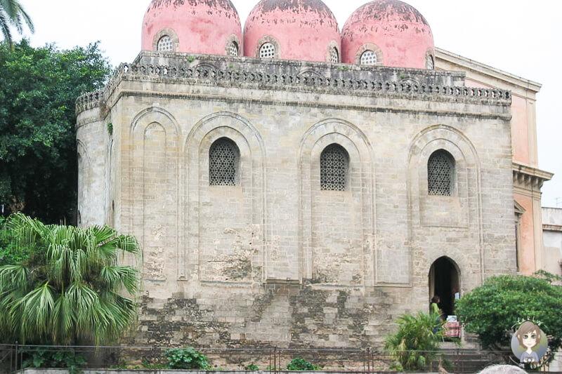Rote Kuppeln auf der Kirche San Cataldo in Palermo