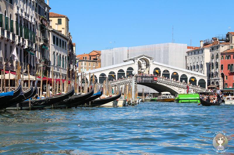 Anblick der Rialtobrücke in Venedig