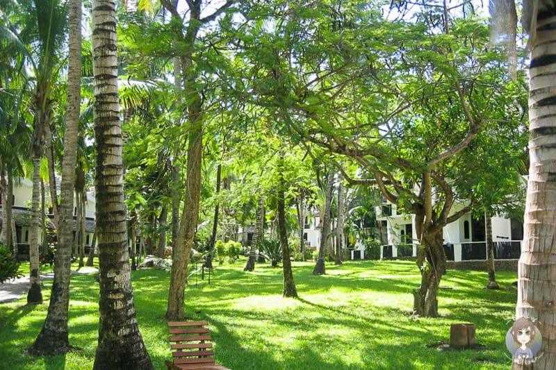 Der schöne Garten der Hotelanlage
