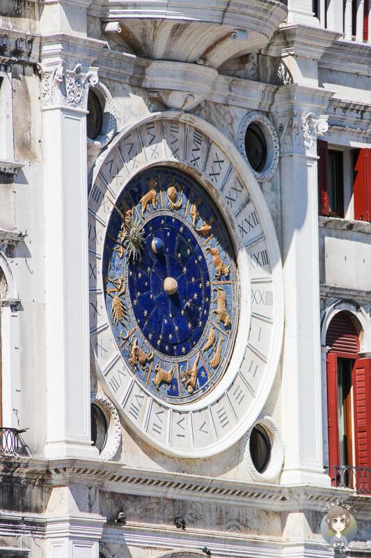 Die astronomische Uhr auf dem Markusplatz von Venedig