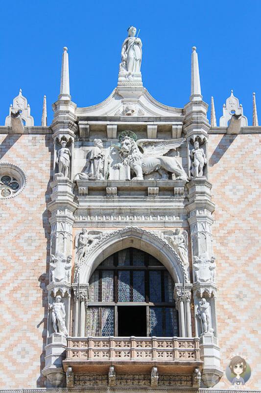 Fenster vom Dogenpalast in Venedig