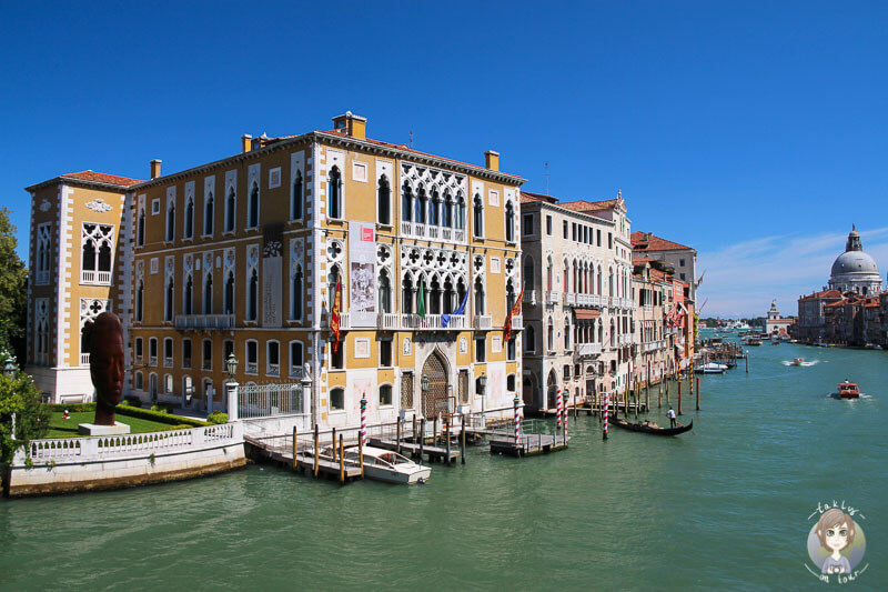 Tolle Gebäude am Kanal Grande