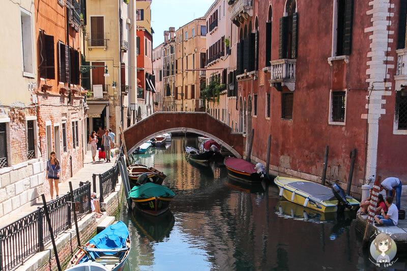 Ein kleiner Nebenkanal in Venedig