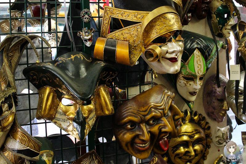 Der Karneval in Venedig wird durch die vielen unterschiedlichen Masken lebendig